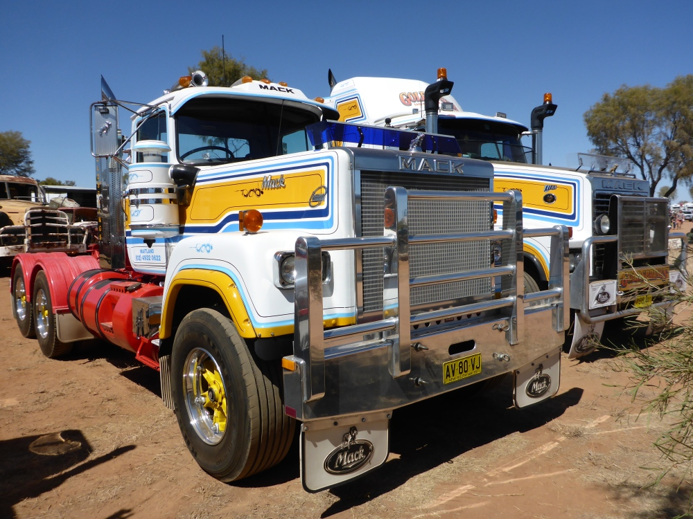 Trucks and the Tanami. (3/6)