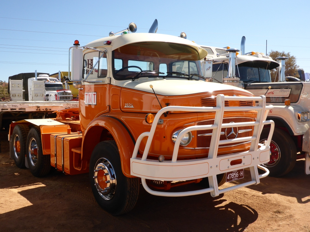 Trucks and the Tanami. (4/6)