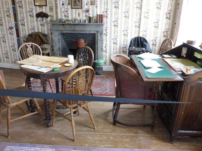 One of the rooms where soldiers and officers would mix together, reading and writing.
