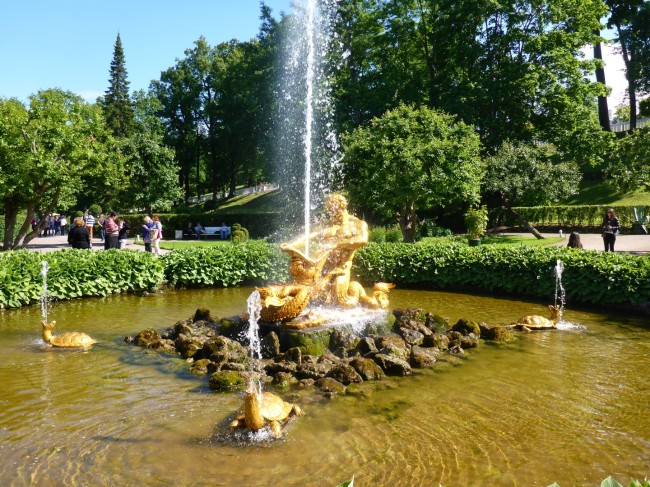 One of the many fountains. You really have to like the colour gold to be rich, it seems.
