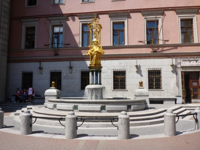 One of the statues in Arbat Street.