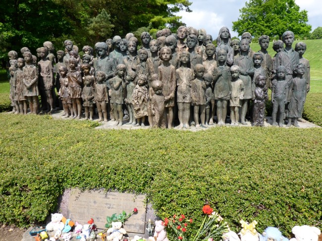A memorial sculpture of the Lidice children.