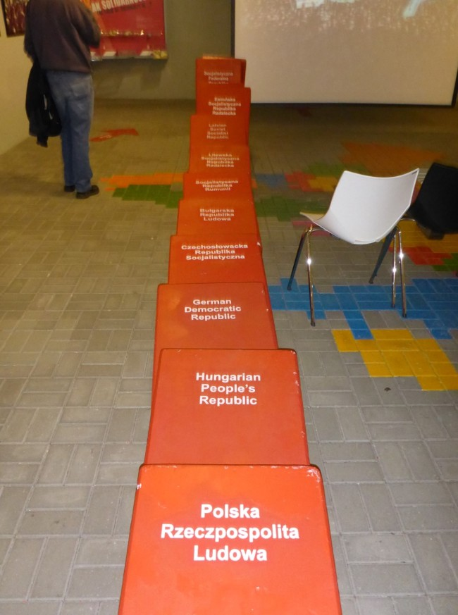 A model portraying the domino effect of Poland's freedom.
