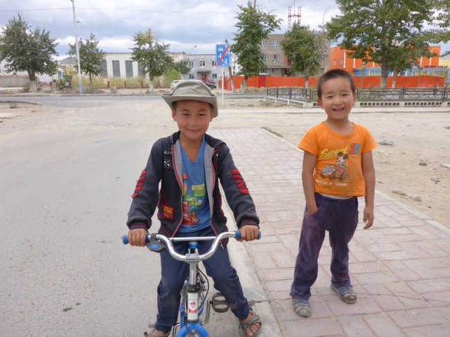 'It's surprising who you meet when you're out for a ride', is probably what these kids thought when I asked them to pose for me. He seemed to like my hat though.