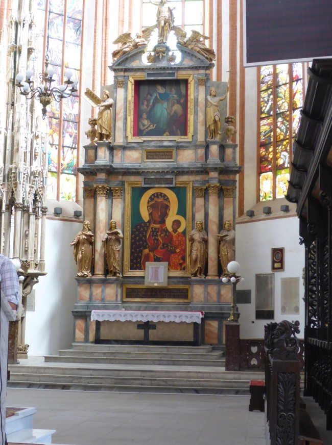 Altarpiece in St Elisabeth's.