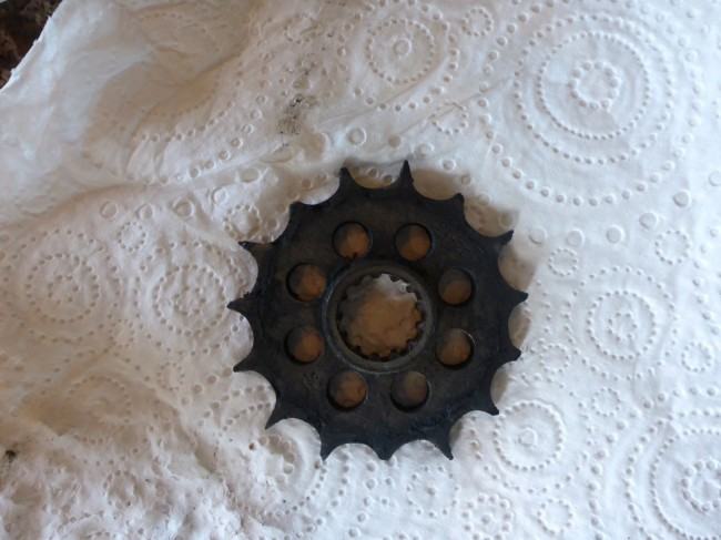 Seriously worn out sprocket. I feel ashamed.