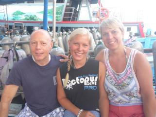 Dad, Dive Master Beth, Mum.